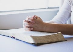 8 BIBLE READING HABITS TO ESTABLISH AS A YOUNG PERSON