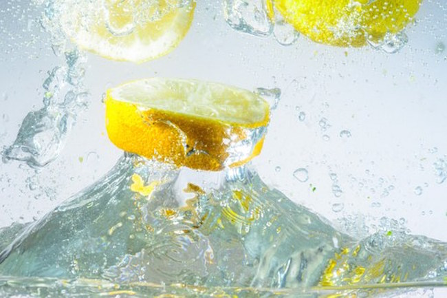The 15 health benefits of drinking lemon water in the